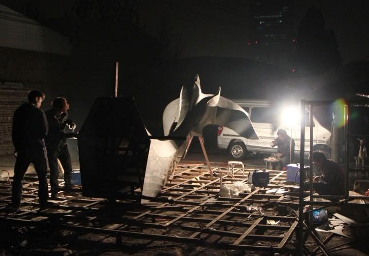 不锈钢雕塑制作中---和平鸽雕塑