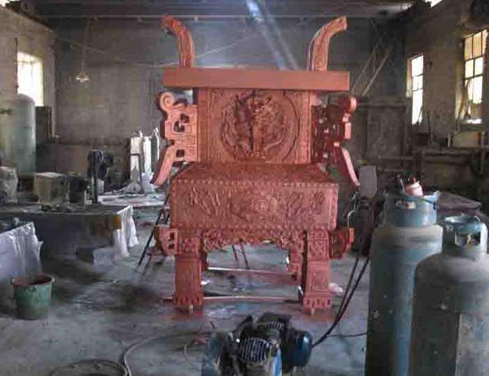 北京首钢雕塑艺术馆 免费向游客开放,由厂区废旧钢材制作的大量雕塑