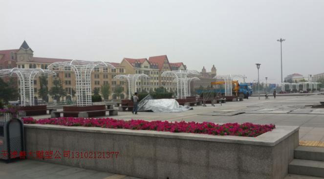 天津善大雕塑公司-北戴河火车站大型景观不锈钢雕塑工程安装竣工
